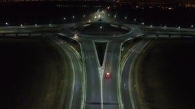 从寄生虫的鸟瞰图在环形交通枢纽,夜 影视素材