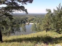 从小山的看法向一个小西伯利亚湖,克拉斯诺亚尔斯克地区 库存照片