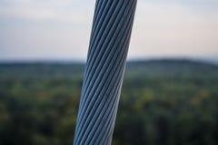 从小绳索的厚实的金属缆绳 灰色颜色 库存图片