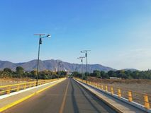 从小行政区的小行政区桥梁到Tlapehuala在格雷罗州,墨西哥 免版税图库摄影