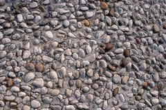 从小鹅卵石的路石纹理或无缝的背景的 免版税库存图片