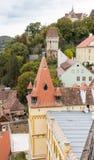 从尖沙咀钟楼的看法到老城市 Sighisoara市在罗马尼亚 库存照片