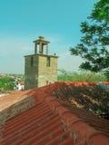 从屋顶的一个看法到钟楼,希腊 库存照片