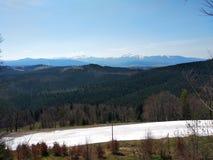 从山的看法滑雪的在Bukoveli 免版税库存照片