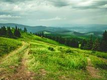 从山的顶端美丽的景色 免版税库存照片