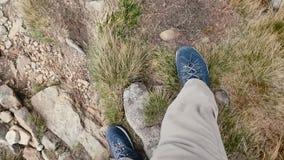 从山- pov视图去下来人的脚步 影视素材
