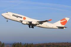 从岩浆的波音747 免版税库存图片