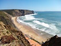 从岩石葡萄牙的海滩 免版税库存照片