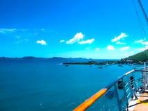 从巡航划线员的看法到托尔托拉岛海岛口岸  库存图片