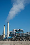 从工厂设备的大气污染 免版税库存照片