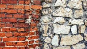 从巨大的块的石老墙壁 石头背景 美好的织地不很细葡萄酒古董背景 老石工和a 库存图片