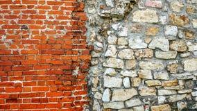 从巨大的块的石老墙壁 石头背景 美好的织地不很细葡萄酒古董背景 老石工和a 免版税图库摄影