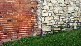从巨大的块的石老墙壁 石头背景 美好的织地不很细葡萄酒古董背景 老石工和a 图库摄影