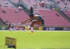 从巴西胜利银牌的Mirieli桑托斯在国际田联世界U20冠军坦佩雷,芬兰2018年7月15日的三级跳, 免版税图库摄影