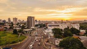 从市的全景日落的福斯-杜伊瓜苏 免版税图库摄影