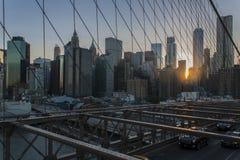 从布鲁克林大桥的纽约更低的曼哈顿地平线 图库摄影