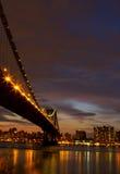 从布鲁克林的曼哈顿桥梁 库存照片