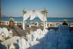 从希腊的惊人的婚礼股票摄影!一个精妙的婚礼的美丽的婚礼装饰 免版税库存图片