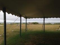 从帐篷下面的看法 免版税库存照片