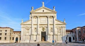 从底部的白天视图到圣乔治Maggior前面门面  免版税图库摄影