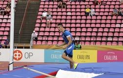 从意大利的马提欧MADRASSI在国际田联世界U20冠军坦佩雷,芬兰7月11日的撑竿跳高事件的 免版税库存照片