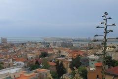 从我们的Bonaria的夫人圣所的卡利亚里撒丁岛意大利全景  免版税库存图片