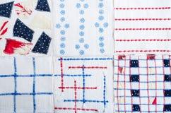 从手工制造织品六个方形的样品的纺织品五颜六色的背景  库存照片