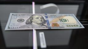 从扫描器被复制的$100 作赝品者 金钱和钞票 影视素材
