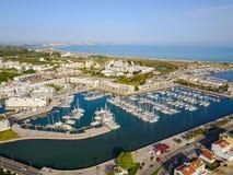 从拉各斯小游艇船坞的鸟瞰图 免版税库存图片