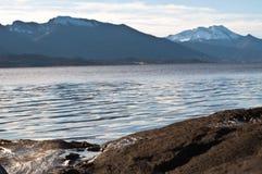 从挪威的横向。 在岩石的水。 库存照片