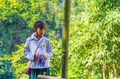 从换手工制造souv的Hmong少数族裔的越南女孩 免版税库存图片