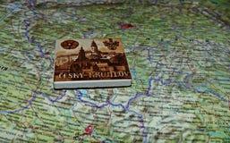 从捷克克鲁姆洛夫的纪念品捷克的背景地图的 地图文本用俄语 旅游路线 免版税图库摄影