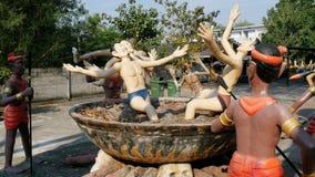 从描述在伊甸园和地狱寺庙的地狱的雕象人的恶习  泰国 影视素材
