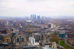 从携带无线电话大厦天空庭院的伦敦视图  伦敦 库存照片