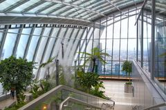 从携带无线电话大厦天空庭院的伦敦视图  伦敦 免版税库存图片