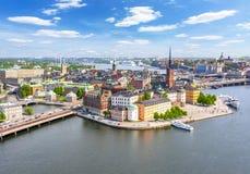 从政府大厦上面,瑞典的斯德哥尔摩老镇Gamla斯坦全景 免版税库存图片