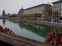 从教堂桥梁,卢泽恩,瑞士的河视图 免版税图库摄影