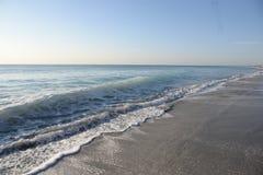 从新的太阳的日出颜色南佛罗里达海滩 免版税图库摄影