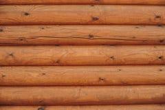 从日志的木墙壁 免版税库存照片