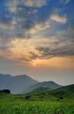从日落峰顶的日出, 库存照片