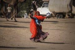 从普斯赫卡尔的小印地安部族女孩 库存照片