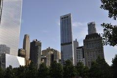 从曼哈顿的9/11爆心投影纪念公园摩天大楼在纽约美国 免版税库存照片