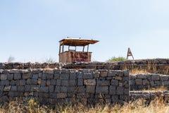 从最后的审判日留在了赎罪日战争战争在戈兰高地以色列的被毁坏的争斗塔 免版税库存图片