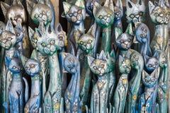 从木头雕刻的猫 库存图片