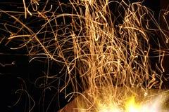 从木炭壁炉的光在晚上 库存照片
