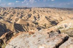 从权利的沙漠与石头 免版税库存图片