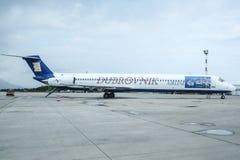 从杜布罗夫尼克航空公司的MD82在杜布罗夫尼克机场围裙  公司是从克罗地亚的一家宪章航空公司 免版税库存图片