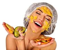 从果子的面部面具妇女的 医疗帽子的女孩 库存图片
