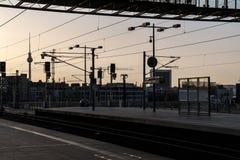从柏林中央车站的日落视图 图库摄影