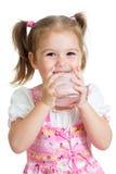 从查出的玻璃的孩子饮用的酸奶 免版税库存照片